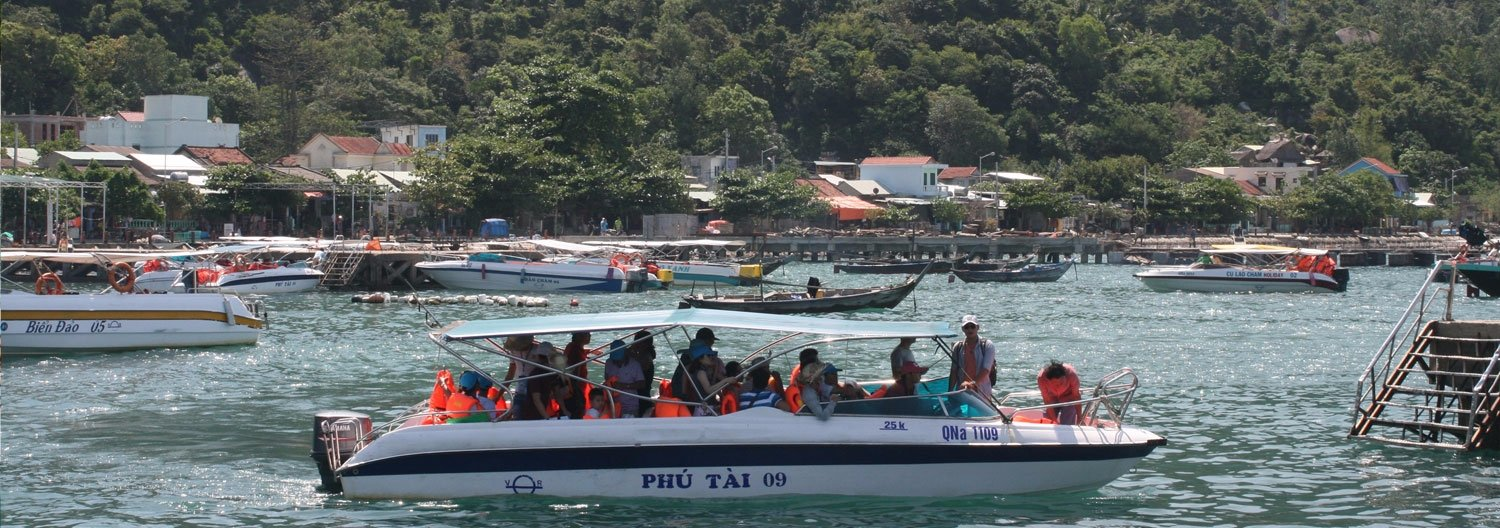 Tour  of discovering Cham islands